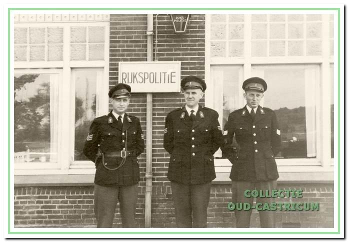 De wachtmeesters P.M. Boonstoppel, H.B.M. Vermeer en Th. Elbers in 1961.