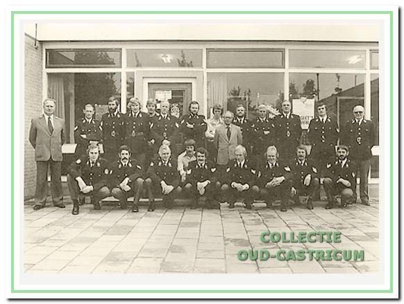 De groep Castricum in de jaren 1970 voor het bureau aan de Burgemeester Boreelstraat.