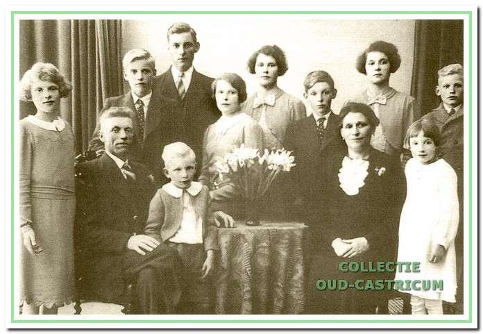 Het gezin van Jan Baltus en Antje Liefting omstreeks 1935.