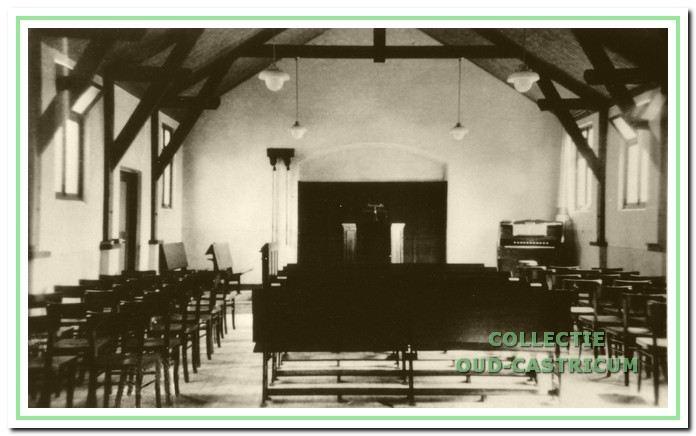 Het interieur van de Gereformeerde kerk aan de Beverwijkerstraatweg in 1934.