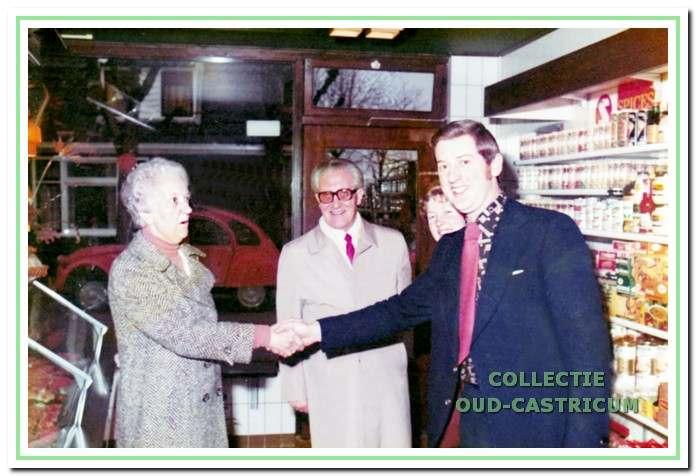 Heropening van de zaak door burgemeester Van Boxtel in 1975.