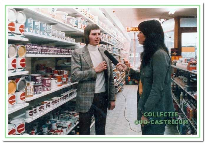 Loek Weda werd in 1972 geïnterviewd door Sonja Barend voor een pro- motiefilm van verffabrikant Sigma.