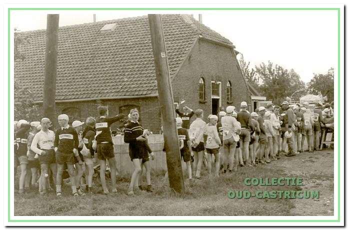 Ook tijdens het verblijf in Weesperkarspel in 1960 werd er flink gegeten.