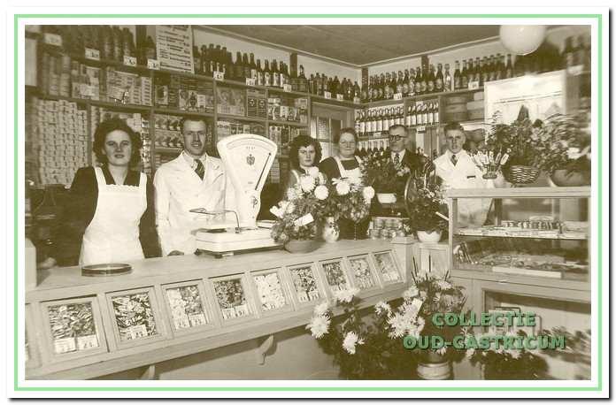 Heropening van de winkel op 26 november 1952.