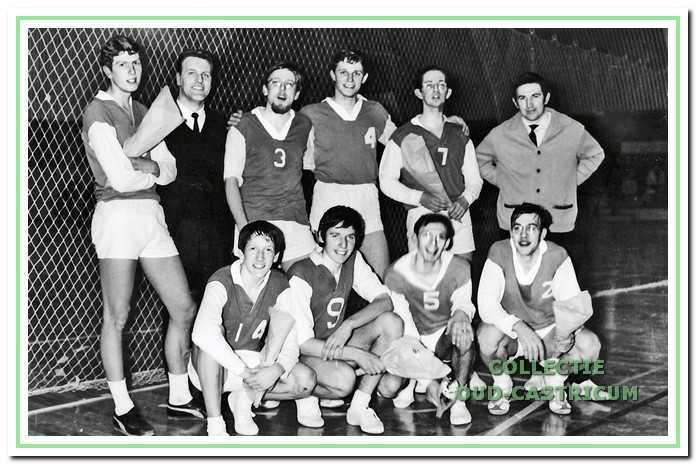 Het eerste herenteam dat kampioen werd in 1968 en promoveerde naar de hoofdklasse.