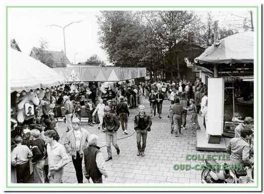 Een vertrouwd beeld van de Bakkummer kermis in de jaren 1980.