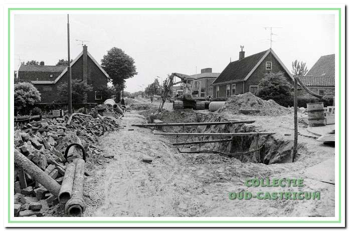 De aanleg van een nieuw riool in 1965.
