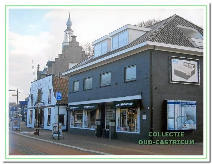 Sinds 1988 het winkelpand van woning inrichting Piet Post, Dorpsstraat 61.