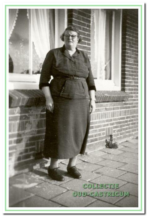 Maria Bakker van der Peet (1888-1955) was getrouwd met Dirk Bakker en kregen 14 kinderen.