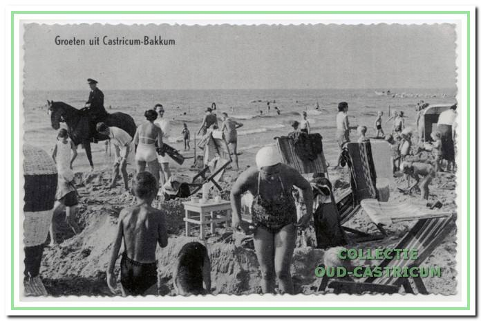 Het 'drukke' strand, al jarenlang wordt elke vierkante meter goed benut.