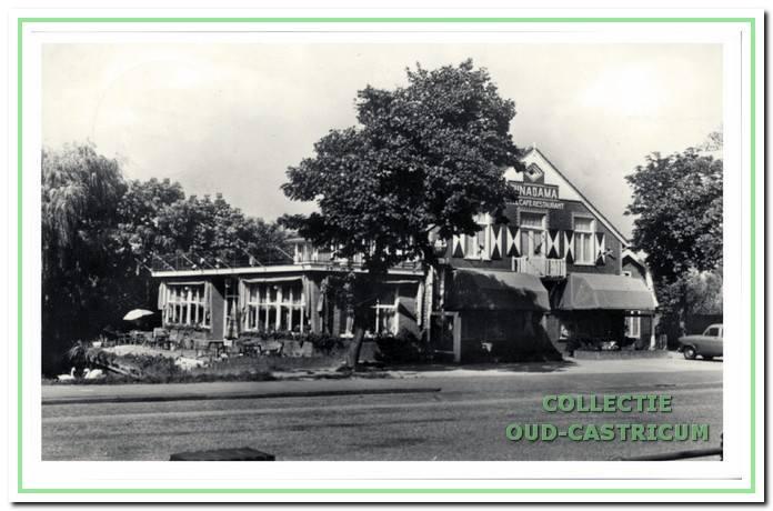 Funadama omstreeks 1960, na het houwen van hotelkamers op de bovenverdieping en aanbouw van een serre aan de linkerkant.