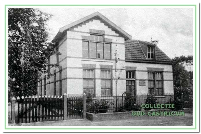 Overtoom 40-54 ca. 1930: Burgerlijk Armenhuis gebouwd in 1912.