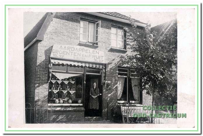 De groentewinkel van Bertus Buter (nr 97).
