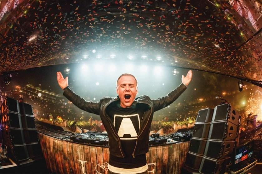 Armin van Buuren bouwt een feestje.