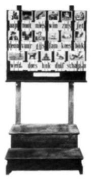 Hoogeveens verbeterde leesplank voor klassikaal gebruik rond 1900.