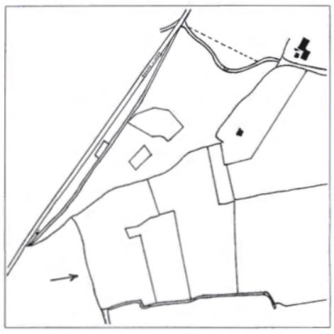 De situatie in 1931. De pijl verwijst naar de bermsloot, die toen nog als perceelsafscheiding bestond.
