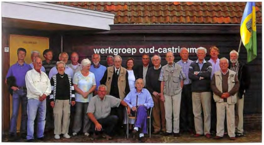 Vrijwilligers van de Stichting Werkgroep Oud-Castricum in 2007.