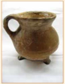 De middeleeuwse grape van mevr. A.M. de Nijs.