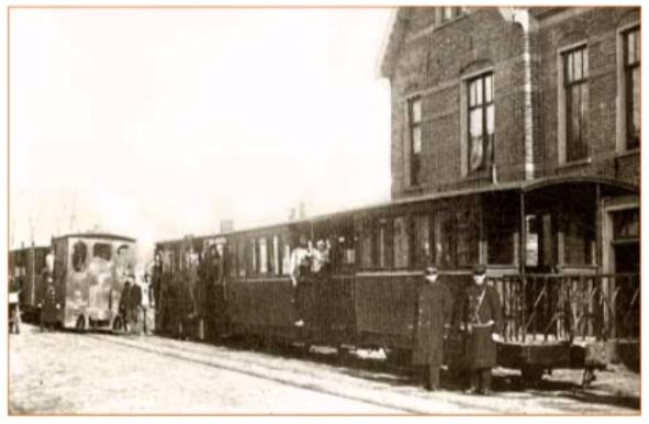 Rangeerplaats van de stoomtram uit Haarlem en Alkmaar, ongeveer tegenover het toenmalige café De Landbouw (nu sociëteit De Bakkerij).