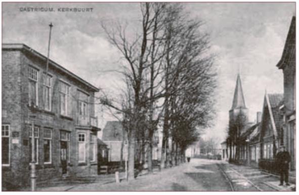 De Rijksstraatweg (nu Dorpsstraat) met links de Hanzebank in 1919.