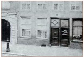 De voorgevel van de laars- en schoenmakerij van de weduwe Veltman, Veemarktstraat 13 in Breda. (foto Stadsarchief Breda)