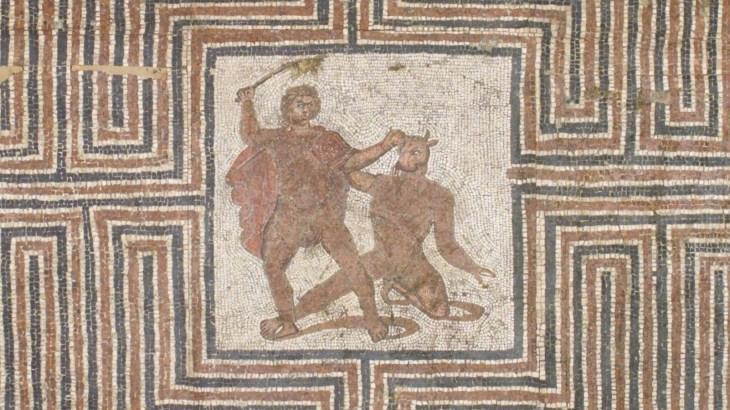 Labyrint_Theseus&Minotauros