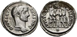 """Argenteus met opschrift """"DIOCLETIANUS AUG(USTUS)"""". Op de keerzijde vier tetrarchen in offerscène met opschrift """"VIRTUS MILITUM"""" (soldatendeugd)"""