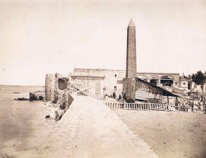 """Alexandrië kende ook Egyptische elementen, zoals de """"Cleopatra's Needles"""" nu in Londen en New York"""