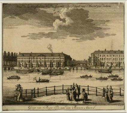 Het Diaconie Oude Vrouwen- en Mannenhuis, Amstel 51, tussen links de Nieuwe Herengracht en rechts de Nieuwe Keizersgracht.