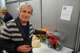 """Luud Schimmelpennink (oud-voorzitter d'Oude Stadt) met nieuwe """"Wit Kar"""""""