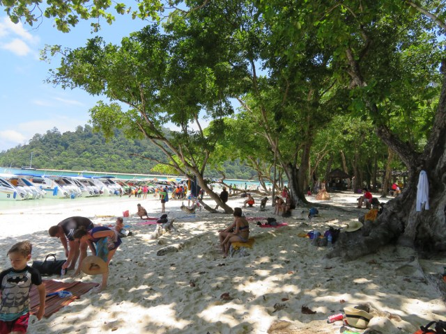 Koh Rok Island - Beautiful beach for relaxing and swimming.