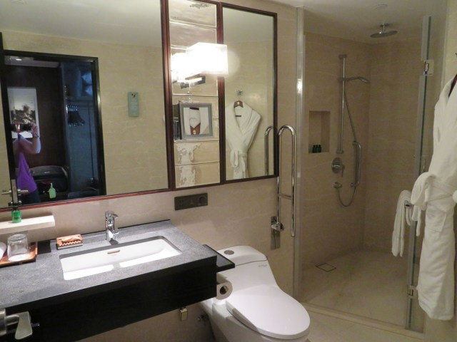 Shangri La bathroom