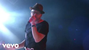 TobyMac – Love Feels Like (Live) ft. Michael Tait, Kevin Max