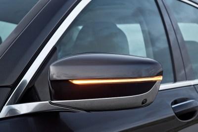 2016-BMW-7-outside-mirror