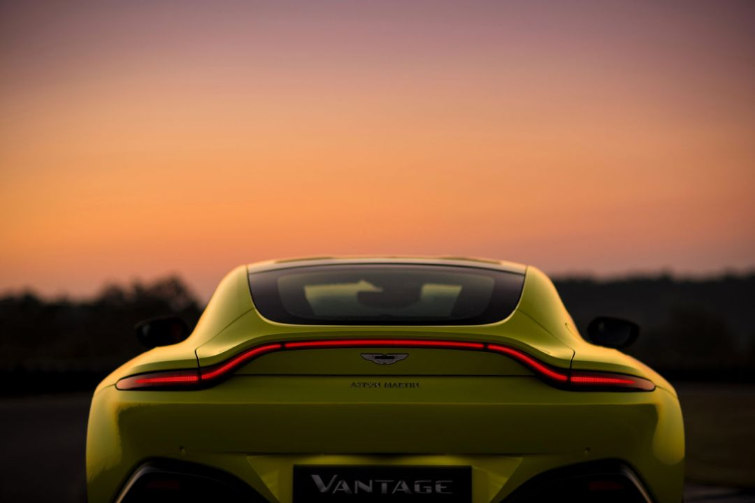 Aston_Martin_VantageLime_Essence12-jpg_7555