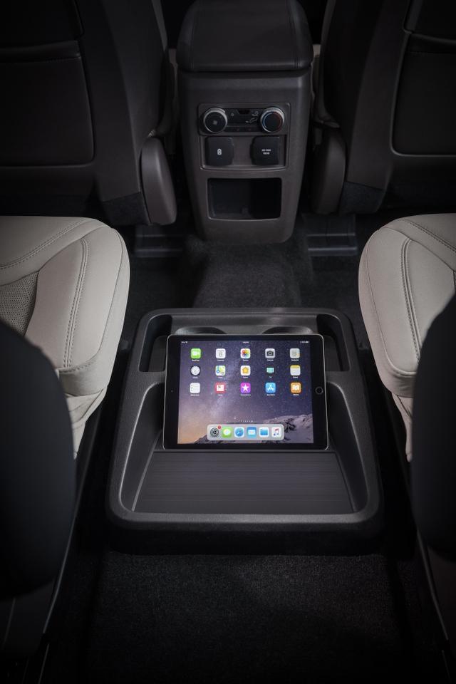 16-Ford-Explorer-Platinum_640x960
