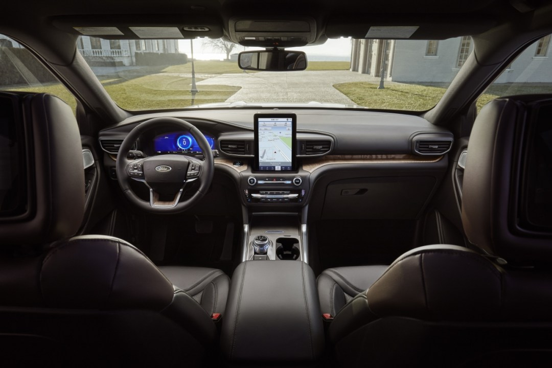 24-Ford-Explorer-Interior_1280x853