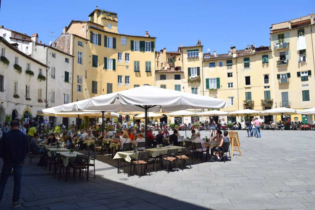 Honeymoon in Tuscany: Lucca