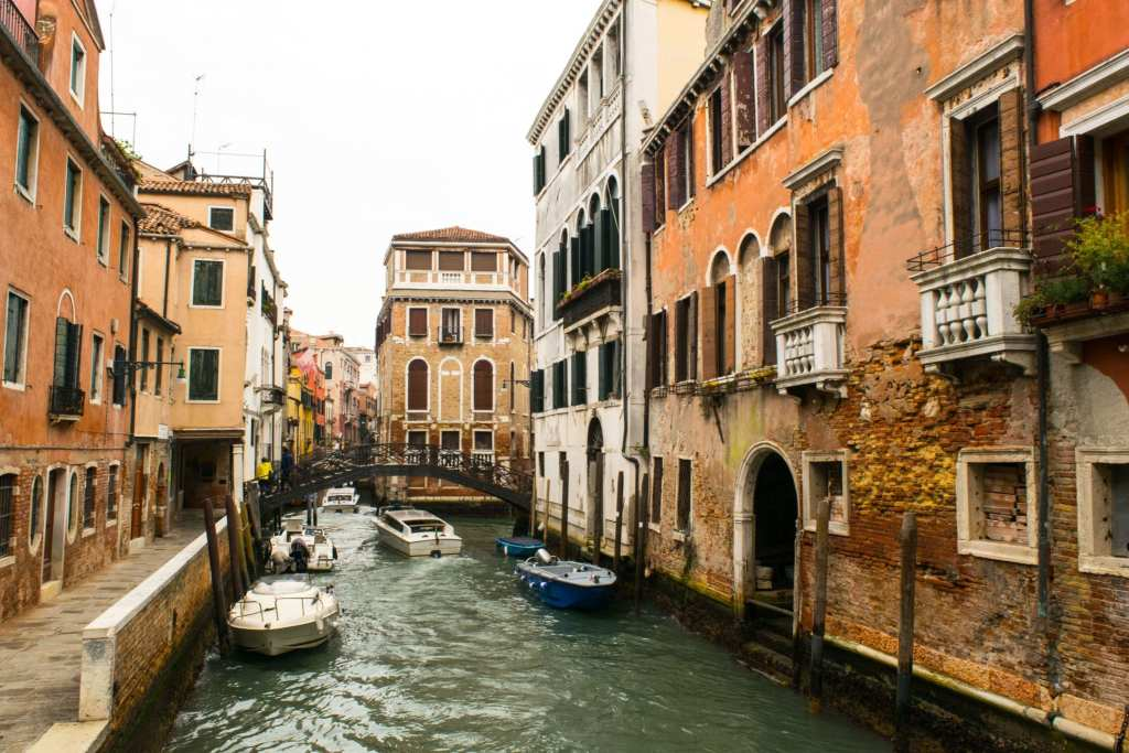 Packing List for Italy: Gondola in Venice