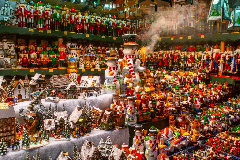 Austria Christmas Market trip: souvenir stall with snowman