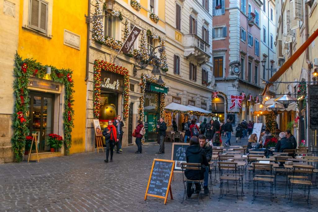 Street scene in Rome with Christmas lights and decor, Rome in Winter tips