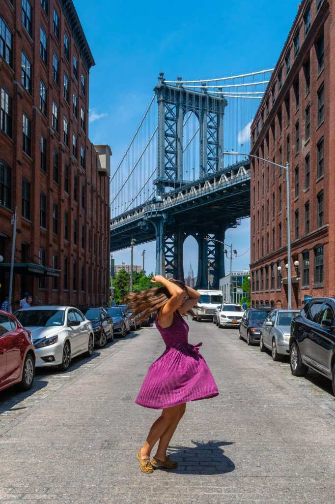 4 Days in New York Itinerary: Girl in front of Manhattan Bridge intersection Washington Street and Front Street