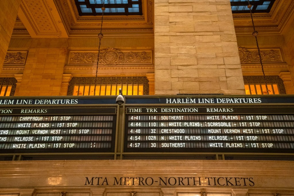 4 Days in New York Itinerary: Train Schedule Grand Central Terminal