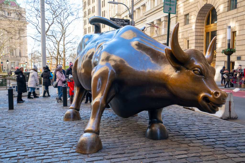4 Days in New York Itinerary: Charging Bull in front of Stock Exchange