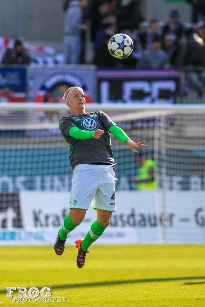 Nilla Fischer (WOB) warming up.
