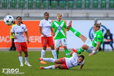 Jessica Houara (PSG) and Alex Popp (WOB) during the first leg of one of the UEFA Women's Champions League semifinals.