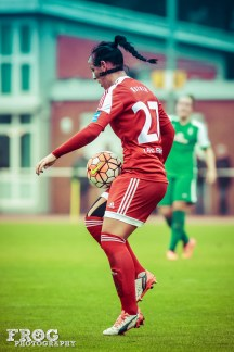 Peggy Kuznik (FFC) and mask against SV Werder Bremen.
