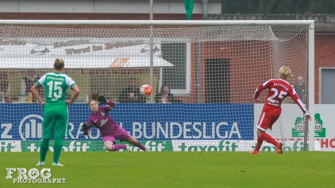Saskia Bartusiak scores for FFC Frankfurt on a penalty kick.