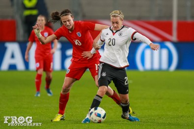 Jill Scott (ENG) and Lena Goeßling (GER).