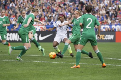 Crystal Dunn (25) in a pickle.